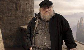 Джордж Мартин на съемках Игры престолов в декорациях Орлиного гнезда