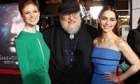 Джордж Мартин, Роуз Лесли и Эмилия Кларк в Лос-Анджелесе на премьере третьего сезона (18 марта 2013)