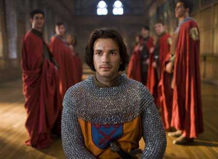 Тако костюм носит Ланселот в сериале Мерлин