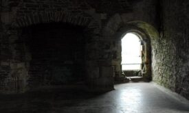 Зал в замке Дун