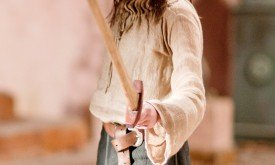 arya-with-sword