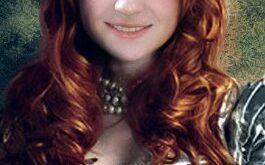 Sophie Turner  as Sansa Stark (Софи Тернер в роли Сансы Старк)