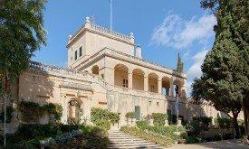 1200px-Malta_Attard_BW_2011-10-09_10-06-16