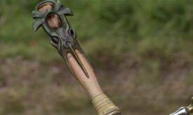 Один из мечей крупным планом. Навершие в виде кракена, [трофейный] клинок островитян?