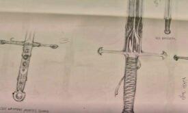 Слева направо: меч Ройса, ???, кинжал Неда и снова меч Неда