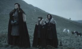 Братья Старки и примкнувший к ним Джон на казни