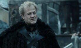 Сир Аллисер Торне, мастер над оружием Черного замка, доволен Джоном (насколько это вообще возможно)