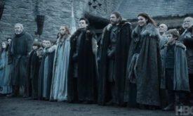 Все семейство Старк вышло встречать короля