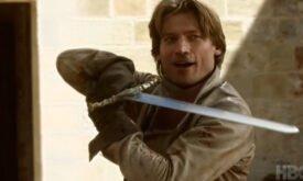Джейме радуется возможности помахать мечом