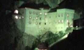 Мартин в Словении, на фоне Предъямского замка