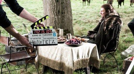 Шон Бин, играющий Неда Старка, был одним из трех актеров, которые рассматривались на свои роли еще до начала кастинга (два других — Питер Динклейдж и Чарльз Дэнс).