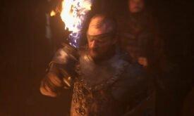 лорд Берик с пылающим мечом перед поединком