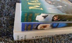Два тома в российском издании и один том в американском