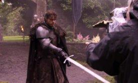 Робб с мечом (возможно, сцена казни?)