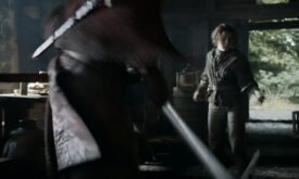 Торос выбивает меч из рук у Арьи