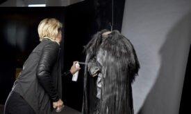 Мишель Клэптон с костюмом Джона Сноу