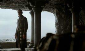 Станнис сидит на Драконьем Камне и хочет смерти…