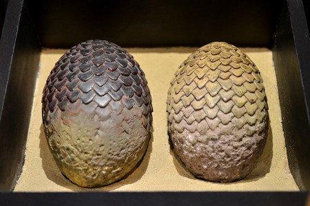 Продюсеры Игры престолов подарили одно из трех яиц Джорджу Мартину, когда он женился на Пэррис МакБридж в феврале 2011-го.
