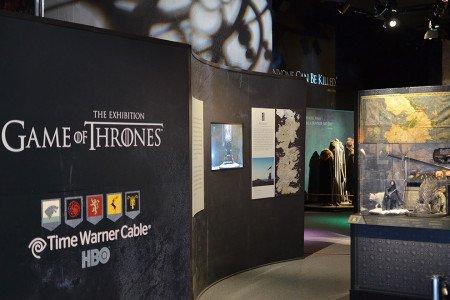 HBO впервые экспонирует реквизит в таком формате, чтобы посетитель чувствовал себя как в музее.