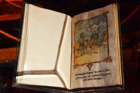 Созданные для сериала книги отпечатаны на особом принтере, затем собраны и состарены в специальной мастерской в Лондоне.
