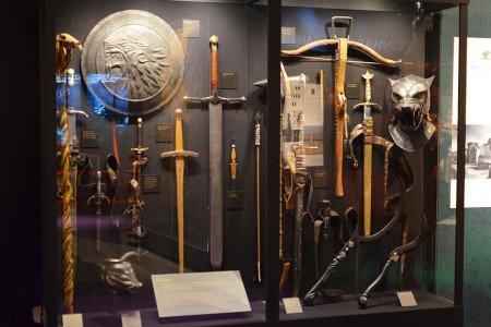 Оружие для сериала разработано и выковано в кузнице в Белфасте (Северная Ирландия).