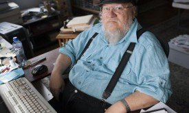 Джордж Мартин за работой (для работы он использует старый компьютер)