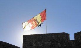 Стены Дубровника со знаменем Джоффри