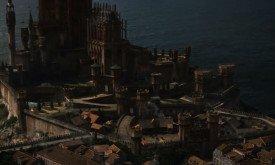 И по всей видимости, это все-таки Красный Замок (тут сложно быть уверенным, трехмерщики его постоянно доделывают). Но что может означать тень дракона над Королевской Гаванью? Видение? Предсказание? Других драконов?