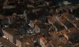 Драконья тень скользит по городу. Но какому? Средиземноморская европейская архитектура никак не вяжется с городами Залива Работорговцев.