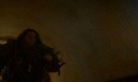 Трудно разглядеть, но он в гриме, примерно роднящем его с великаном, показанным в третьем сезоне