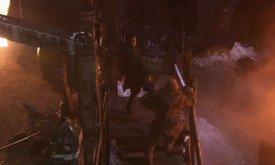 Джон выпинывает нападающих, чтобы не тупить зря меч
