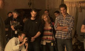 Вайс и Беньофф наблюдают за съемками сцены с участием исполнителей ролей Джейме и Серсеи
