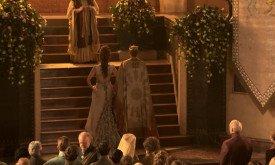 Свадьба: слева — родня невесты, включая Мейса, справа — жениха