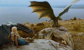 Дени и драконы, которые значительно отличаются размерами. Визерион жрет мясо не по канону.