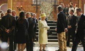 Королева разговаривает с Дэвидом Беньоффом