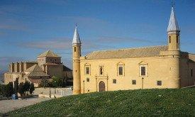 Церковь (на заднем плане) Университета в Осуне, Испания