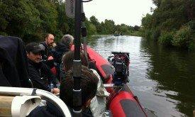 Съемки на реке в Туме, лодка с героями