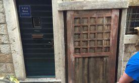 Современные двери прикроют деревянными