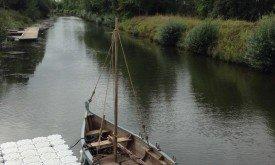 Съемки на реке в Туме, лодка героев