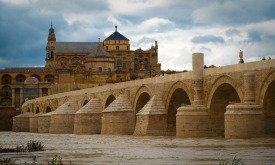 Римский мост в городе Кордова в Андалусии