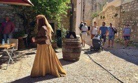 Женщина в костюме Оленны