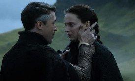 потом Петир утешает Сансу и призывает ее мстить,