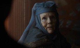Между тем, Королева Шипов помогает внучке…