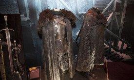 Костюмы дозорных (на переднем плане костюм Джона)