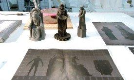 и миниатюр (конкретно здесь — боги из Черно-Белого Дома)