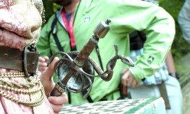 Гарда, украшенная змеями