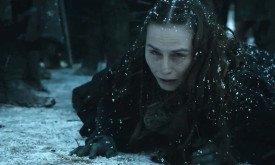 а Селиса почему-то в снегу (ее толкнули? она пала ниц? она умоляет?)