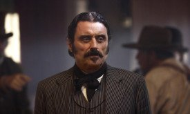 Иен Макшейн (кадр из сериала Deadwood)