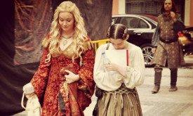 Серсея и Арья (без костюма? может быть, это ее первое появление в театре?)