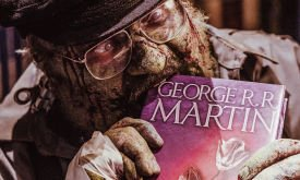 Джордж Мартин в камео «Нация Z»